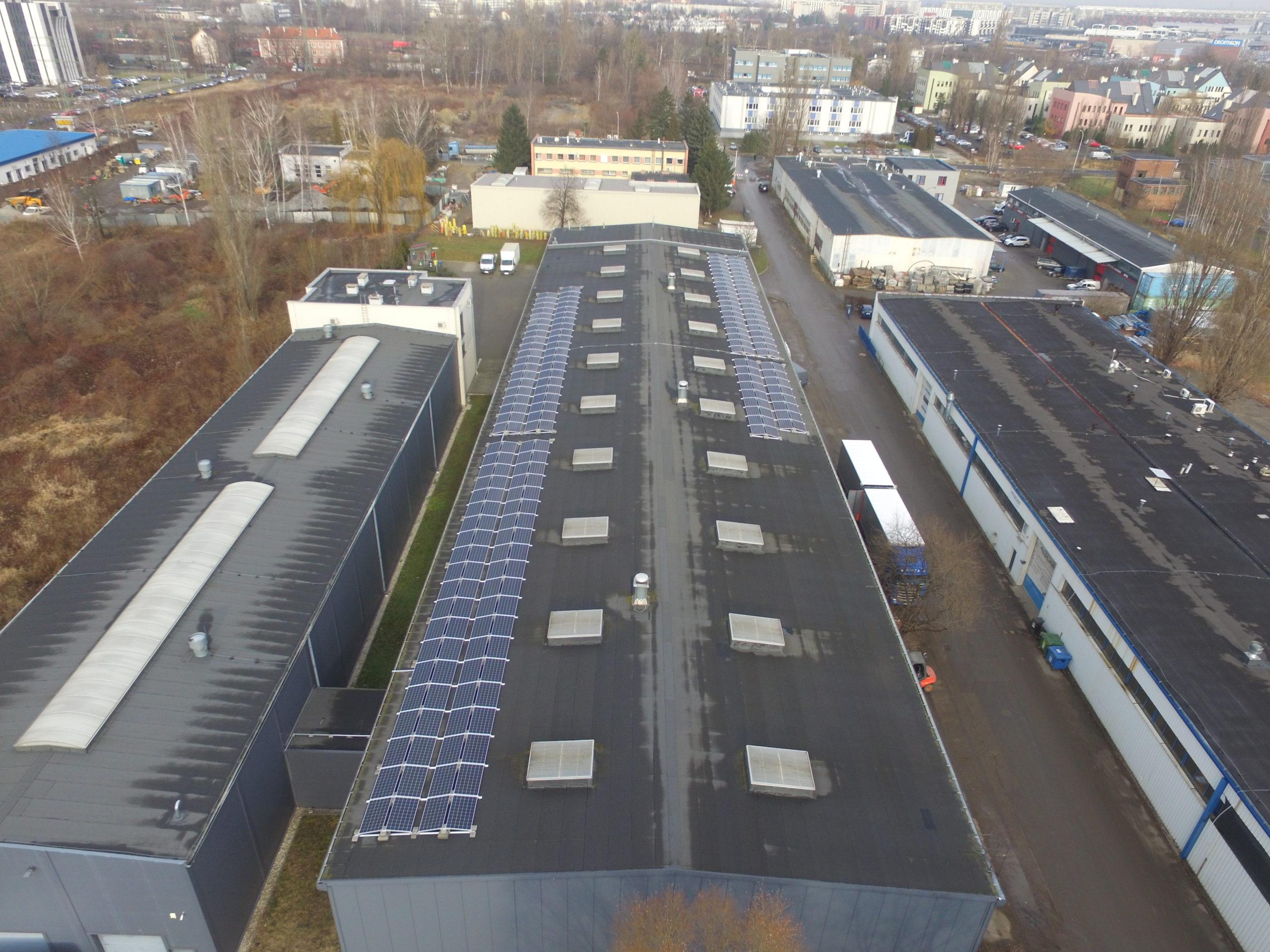 Instalacja fotowoltaiczna o mocy 85 kWp na dachu budynku firmy, Wrocław