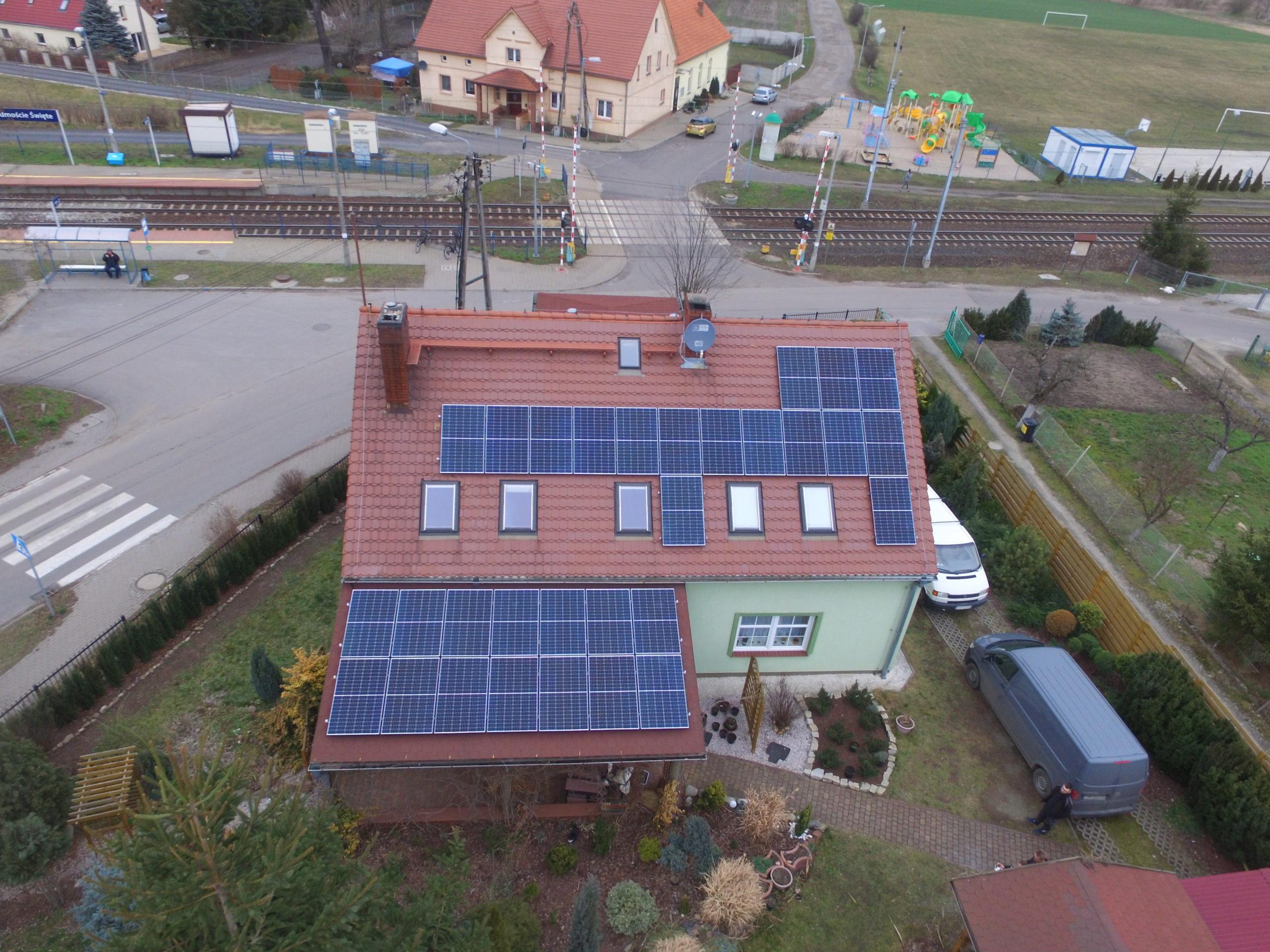 Instalacja fotowoltaiczna o mocy 10 kWp na dachu domu jednorodzinnego, Przedmoście